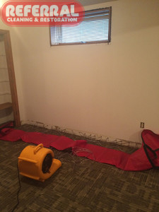 Emergency - Injecting hot air into wall to dry it after a water damage
