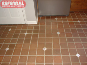 Tile - Kitchen Tile & Grout Looks Like New After Cleaning