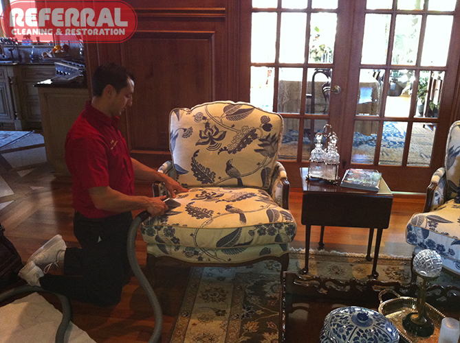 Upholstery - Cleaning an upholstered chair