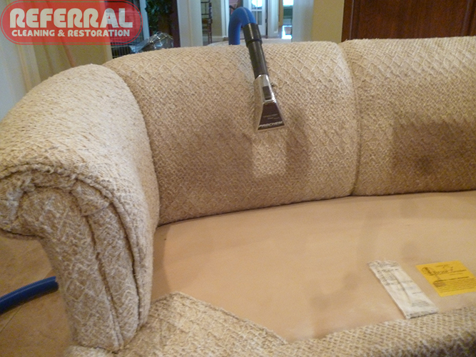 Upholstery - Cleaning the back of a soiled sofa