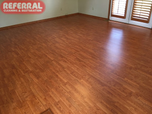 wood-wood-2-7-clean-smooth-shiny-laminate-wood-floor